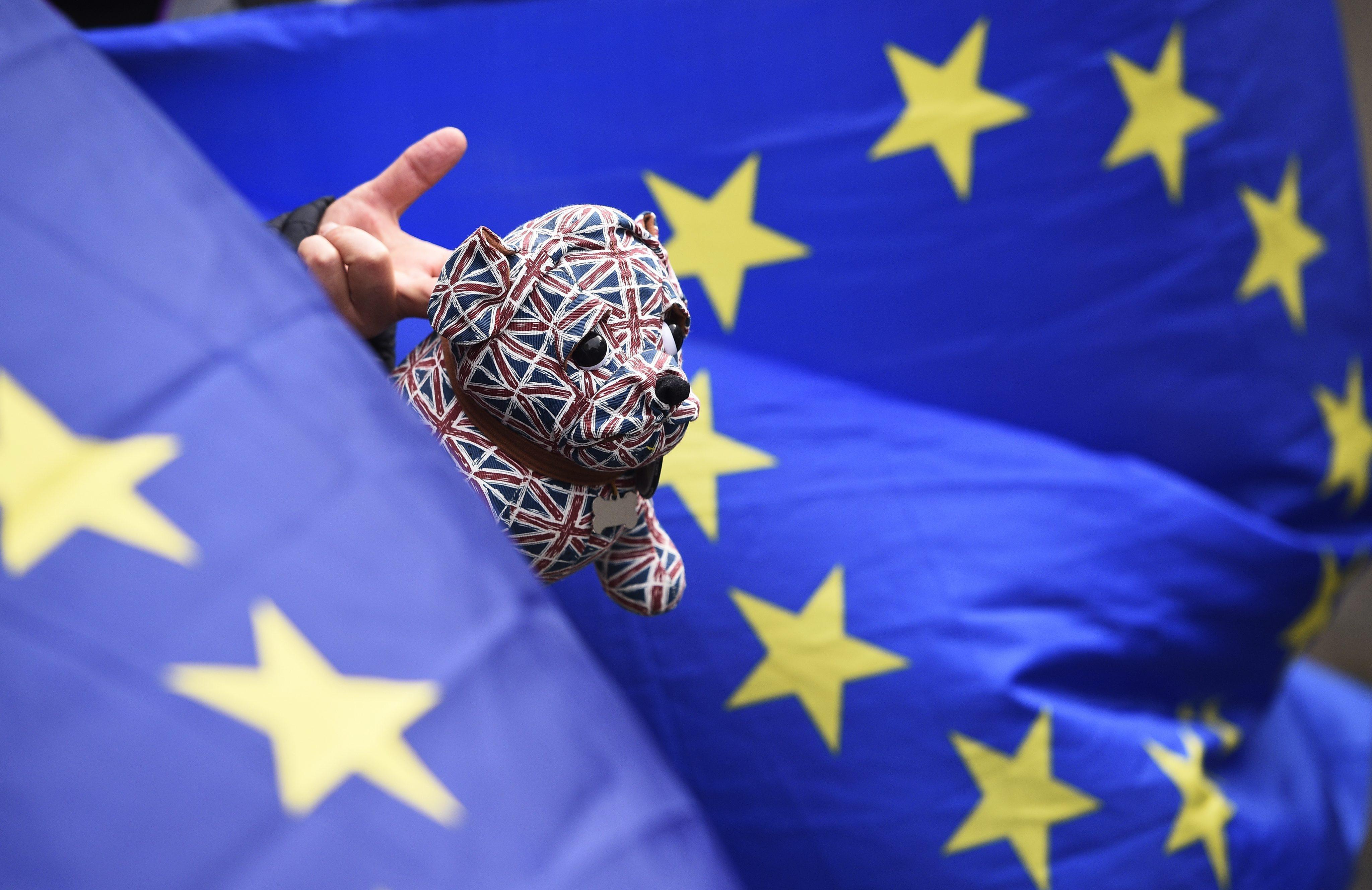 May dobila podršku ministara prije summita o Brexitu