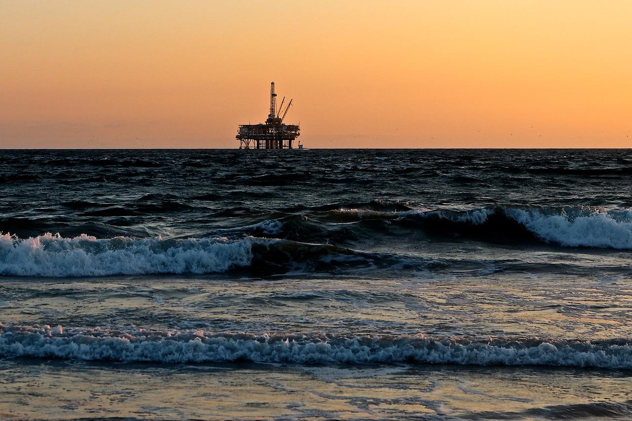 Smanjenje potražnje srušilo cijenu nafte